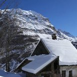 Wild snowshoeing weekend at Dormillouse, in the heart of Écrins