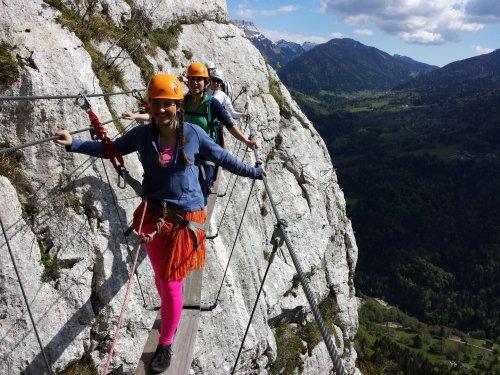 omg-facts-dangerous-ways-to-walk-Duniya Ke Sabse Daravane Raaste
