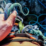 Rock climbing: technical training to learn ropes handlings (Isère, Vercors)