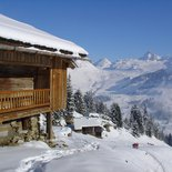 Snowshoeing and fondue day in Aravis (Upper Savoy)