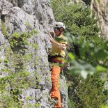 Art of climbing: find your way on the rock (Haute-Savoie)