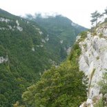 Hiking on the ledges of Bourne (Vercors)